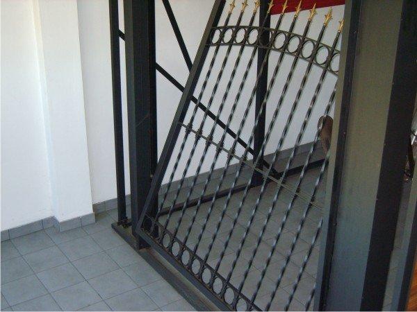 Porton levadizo manual buscar con google garage t for Portones de aluminio en rosario
